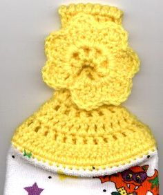 Crocheted Towel Topper with Holiday Variations- looks cute and very easy to complete. You do need a crochet needle to make holes in the towel first though. Crotchet Patterns, Christmas Crochet Patterns, Holiday Crochet, Crochet Home, Crochet Crafts, Crochet Yarn, Yarn Crafts, Crochet Projects, Free Crochet