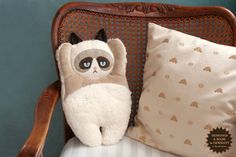 Hey, I found this really awesome Etsy listing at https://www.etsy.com/es/listing/122338713/peluche-de-gato-grunon