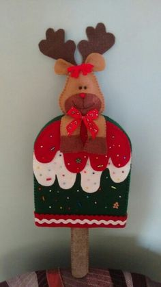 Christmas Craft Projects, Christmas Sewing, Felt Christmas Ornaments, Christmas Decorations, Holiday Decor, Felt Crafts, Diy And Crafts, Felt Ornaments Patterns, Halloween 1