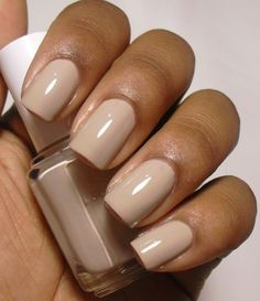 Hannah Bee Beauty How to Choose the Perfect Nude Nail Polish essie sand tropez Manicure And Pedicure, Gel Nails, Sand Nails, Glitter Nails, Wedding Nail Polish, Neutral Nails, Short Nail Designs, Nagel Gel, Trendy Nails