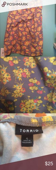 Torrid tube dress Super cute Torrid tube dress. Soft gray background with yellow and coral flowers torrid Dresses Strapless