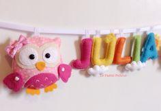 Varal com corujas e nome do bebê nas cores do arco-íris para porta do quarto ou maternidade. <br> <br>Detalhe de nuvens, Sol ou passarinhos. <br> <br>Fique à vontade para escolher outros temas e cores.