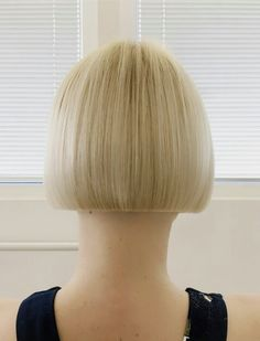 hollysa wears this short fringed bob to perfection Stunning