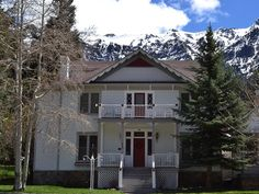 Front of Ouray Manor