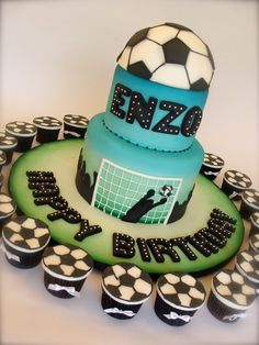 Soccer Cake and Cupcakes.i so want this cake for my birthday lol hahaa Cupcakes, Cupcake Cakes, Beautiful Cakes, Amazing Cakes, Soccer Birthday Cakes, Soccer Cakes, Volleyball Cakes, Sports Themed Cakes, Sport Cakes