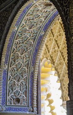 Entrada azul de la Alhambra de Granada, España.