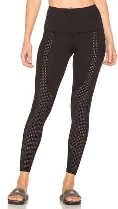 http://buff.ly/2qzlBED Legging #fitspo #fitness #activewear #workout #gym #sporty #fitgirla #gymlife #wellness #Sporting #OOTD #ootdshare
