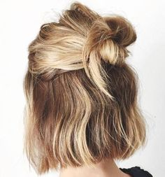 35 Fetching Hairstyles for Straight Hair to Sport This Season Leichte Half Up Bob Frisur Curly Hair Styles, Medium Hair Styles, Natural Hair Styles, Bun Hairstyles, Pretty Hairstyles, Straight Hairstyles, Easy Short Hairstyles, Short Hair Bun, Hair Day