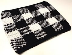 Free pattern for a gingham neck warmer. Gingham is everywhere this spring.