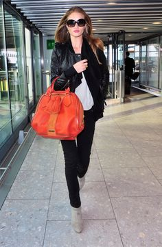 Orange bag, love it Airport Chic, Airport Style, Airport Fashion, Orange Bag, Rosie Huntington Whiteley, Balenciaga City Bag, Shoulder Bag, Stylish, Artemis