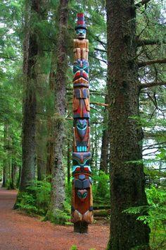 Sitka totem pole - marks the matriarch symbol of Tlingit Native Alaskan home now in parks Native American Totem, Native American History, Native American Indians, American Symbols, Native Indian, Native Art, Sitka Alaska, Alaska Usa, Arte Haida