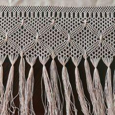 Özgür hanimin kare orta sehpasıyla uzun bir iş beni bekliyor haydi bismillah😊😊😊 Kastamonu#tirnak#tırnak#bagi#bağı#ceyiz#elişihavlu#elişihavlukenar#elemegi#elemeği#gelin #damat#oya#odatakimi#odatakımı#dugun#düğün#hobim# Lace Making, Clothes Hanger, Hand Embroidery, Tassels, Diy And Crafts, Weaving, Knitting, Crochet, Instagram