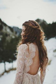 stunning keyhole lace wedding dress