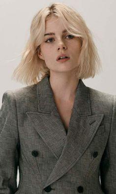 Lucy Boynton Brasil How To Get Freckles, Lucy Boynton, Hair Icon, Chris Wood, Ben Hardy, Lily James, Karen Gillan, John Deacon, Bleached Hair
