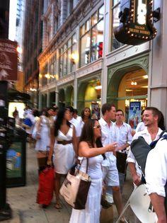 Walking to Diner en Blanc