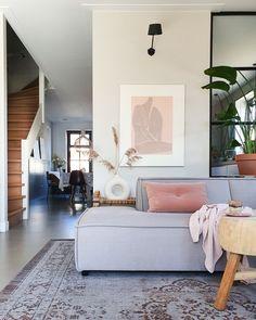 Binnenkijken bij marjoleinbouhuijzen Diy Décoration, Kitchen Interior, Gallery Wall, Lounge, Couch, Decor Diy, Home Decoration, Inspiration, Furniture
