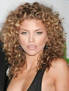 AnnaLynne McCord Curly Hair