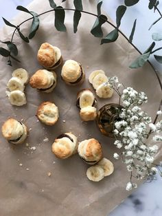 Blätterteig-Bites (pikant & süß) - Puff Pastry Bites (savory & sweet) #puffpastryrecipes #puffpastry #banana #sweet #savory #dessert #easy #easyrecipe #easycooking The Cream, Food Blogs, Brunch, Foodblogger, Rolling Pin, Mousse, Cravings, Chocolate, Fruit