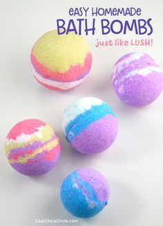 Lush Bath Bomb Recipe These DIY bath bombs are inspired by LUSH. This bath bomb recipe is easy to make and will have you obsessed with making bath bombs in no time at all. The full recipe can be found here. Lush is a co… Homemade Bath Bombs Lush, Diy Bath Bombs Easy, Making Bath Bombs, Wine Bottle Crafts, Mason Jar Crafts, Mason Jar Diy, Bath Boms Diy, Savon Soap, Bath Bomb Recipes