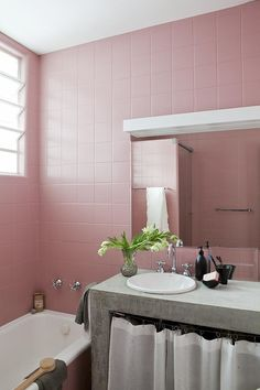 Looking to renovate your bathroom with Pink Shade. Have a look at inspiring 51 Pink Bathroom Design Ideas. Bad Inspiration, Bathroom Inspiration, Interior Inspiration, Courtyard Apartments, Wc Set, Turbulence Deco, Pink Tiles, Luxury Rooms, Interior Decorating
