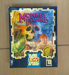 Сollectible Big Box of game The Secret of Monkey Island for the PC, developed by Lucas Arts and released in 1990. This collection copy was released in 1993. Good condition (more in the photo). Complete set.  Included Items: • Instruction manual • Pirate code wheel • 3 x 3½ IBM game disks  I will gladly combine shipping for more than one item. Please let me know which items you would like to purchase and I will work out the most economical way to get.