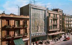 Τσιμισκή 77. Μακεδονία, πρώτο μισό της δεκαετίας του 1960. Στις καλές μέρες, πολύ πριν τα πράγματα πάρουν άλλη τροπή. Old Greek, Photography Articles, Thessaloniki, Athens, Vintage Photos, Places To Visit, Street View, History, Architecture