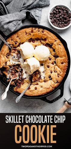 Skillet Chocolate Chip Cookie {Pizookie}-a giant soft and gooey chocolate chip cookie that gets baked in a skillet! This easy dessert is a family favorite, especially when served warm with ice cream! Best Chocolate Chip Cookies Recipe, Easy Chocolate Desserts, Homemade Chocolate, Yummy Cookies, Chocolate Recipes, Easy Desserts, Easy Cookie Recipes, Simple Recipes, Best Dessert Recipes