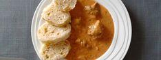 Segedínský guláš v pomalém hrnci   Segedinsky-gulas.cz Hummus, Crock Pot, Ethnic Recipes, Fitness, Food, Red Peppers, Slow Cooker, Essen, Crockpot