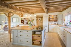 Cottage kitchen to die for. I found this on Rightmove