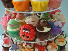 muppets cupcakes ----> need someone to make these for me.  i don't even want to eat them, i just want them to look at them.  <3 the muppets!!!