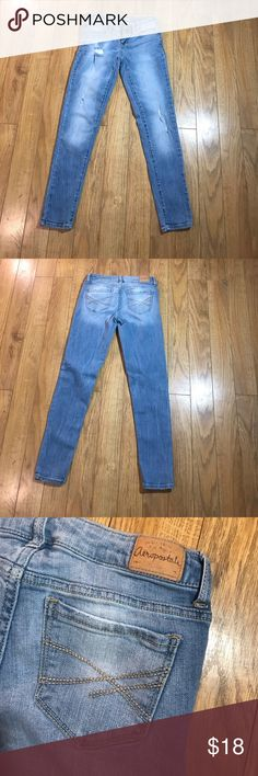 Aeropostale skinny jeans Color: light blue  Size: 00 short  Style : Lola jegging  76% cotton  23% rayon  1 % spandex  In good conditions Aeropostale Jeans Skinny