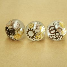 This is an easy way to make your own custom door knobs to totally customize your cabinet doors