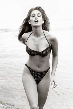 Cindy Crawford << Remember when super models looked like this??? She'd be classed as plus size now.