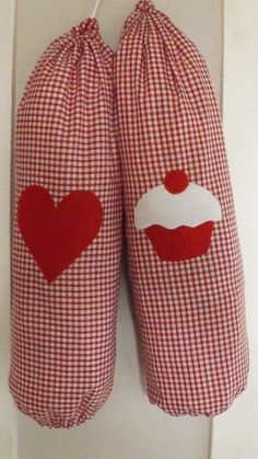 Handmade Carrier Bag Holder Red Gingham Heart Or Cupcake Applique Shabby Chic Carrier Bag Storage, Carrier Bag Holder, Easy Sewing Projects, Sewing Hacks, Sewing Crafts, Knit Slippers Free Pattern, Knitted Slippers, Clothespin Bag, Plastic Bag Holders