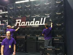 Randall preparando todo su sonido para el #NAMM  sigue esta y mas noticias en www.pedaleras.com
