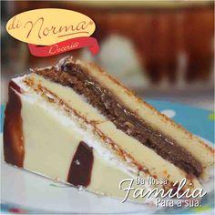 Bolo Bombom:Pão de ló de chocolate e de baunilha, recheado com pedaços levemente crocantes de bombom, creme de chocolate branco e de chocolate ao leite. Cobertura marmorizada de chocolates.  #love #DiNorma #curta #siga e #compartilhe