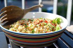 Bulgursalat er sundt tilbehør til de fleste kødretter. Kog bulgur ved svag varme, og vend den med salat, tomater, agurk…