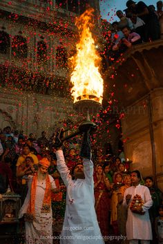 Aarti Ghat by inigocia city street travel night architecture temple colors india festival vrindavan holi aarti ghat inigoci Indian Aesthetic, Night Aesthetic, Photos Of Lord Shiva, Durga Images, Krishna Images, Hindu Rituals, Hindu Culture, Perspective Photography, Amazing India