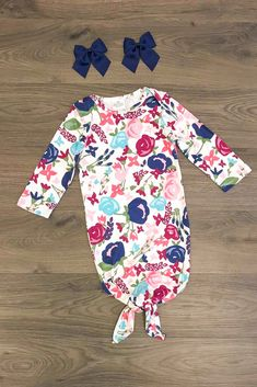 How adorable and fun is our new infant sleeper gown! Cuddly and soft for your new little princess A must have! Toddler Outfits, Girl Outfits, Baby Hospital Outfit, Baby Sleepers, Pretty Baby, Baby Time, Cute Baby Clothes, Summer Baby, New Baby Products