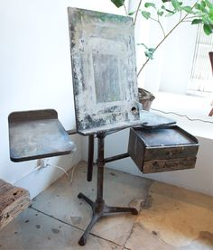 Antique easel-This is so cool! I wonder how many pieces of art were created on top of this easel. My Art Studio, Dream Studio, Painting Studio, Art Easel, Studio Organization, Art Studios, Decoration, Inspiration, Design