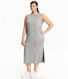 Gray melange. Sleeveless, calf-length, straight-cut dress in soft viscose jersey with slits at sides.
