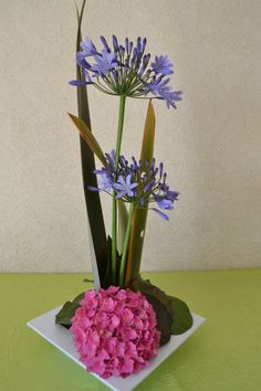 Art Floral, Deco Floral, Floral Design, Arrangement Floral Rose, Rose Flower Arrangements, Arreglos Ikebana, Yucca, Beautiful Flowers, Glass Vase
