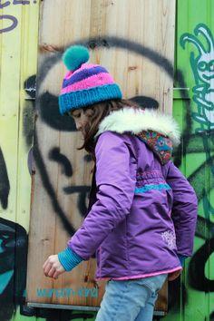 wunsch-kind: Carlita von Bienvenido Colorido Winter Hats, Crochet Hats, Fashion, Jackets, Kids, Knitting Hats, Moda, Fashion Styles, Fashion Illustrations