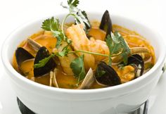 Preparing gourmet seafood chowder is easy-the biggest challenge being that you must find the best ingredients possible. There are many recipes for this . Recipes With Fish And Shrimp, Shrimp Recipes, New Recipes, Recipies, Seafood Soup, Fish And Seafood, My Favorite Food, Favorite Recipes, Cowboy Caviar