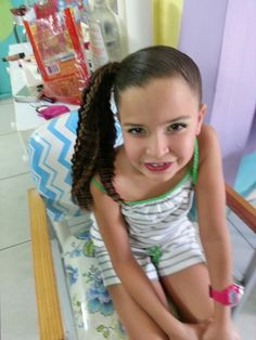 Peinado de niña. Cola de lado derecho wafleado