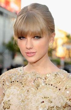 Taylor Swift rocks a classic updo