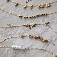 Learn how to create easy and delicate gold bracelets.