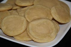 Easy Sugar Cookies Easy Sugar Cookies from : Quick and easy sugar cookies. This quick and easy sugar cookie recipe is perfect for any occasion, and can be made with just the basic ingredients you already have in your cupboard. Sugar Cookie Recipe Easy, Easy Sugar Cookies, Easy Cookie Recipes, Freezable Cookies, Homemade Cookies, Köstliche Desserts, Delicious Desserts, Dessert Recipes, Yummy Food