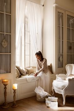 On the eve of the New Year holidays, this country house near Barcelona turns into a real fairy tale! The milky-white interior decoration combined with ✌Pufikhomes - source of home inspiration South Shore Decorating, Interior And Exterior, Interior Design, Bedroom Windows, Bedroom Cupboards, Paris Apartments, Sweet Home, Bedroom Decor, Master Bedroom