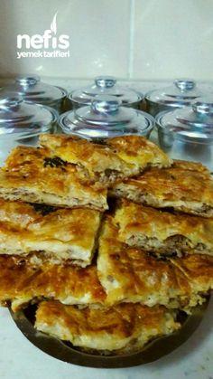 Hazır Yufkalı Kıymalı Enfes Börek Fish And Meat, Turkish Recipes, Noodles, Turkish Kitchen, Turkish Cuisine, Pancakes, Waffles, Breakfast Recipes, Turkish Sweets